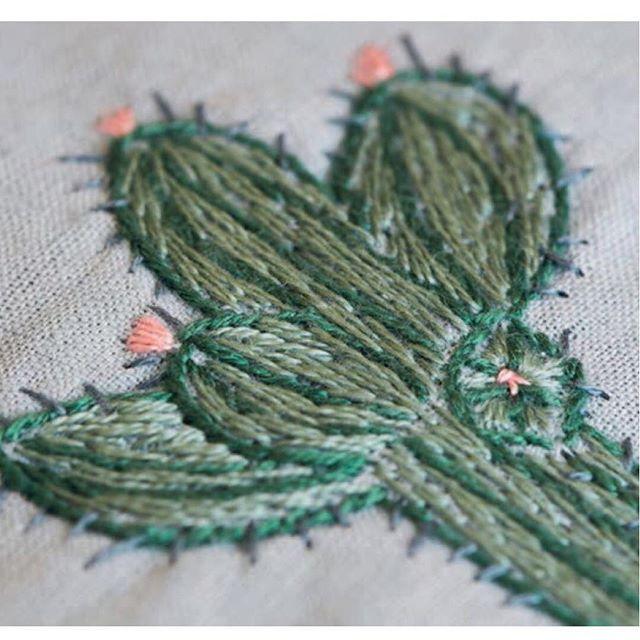 En kaktus mere du finder vejledning og skabelon i @hendesverdendk #hendesverden #kaktus #embroidery #broderi #mywork #kontursting #schattersting