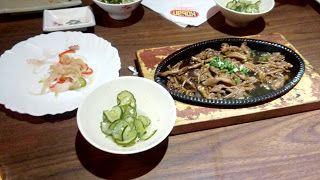 Um rodízio que tinha achado bom, mas que hoje teve uma série de problemas que chegou a incomodar, a parte boa ficou pelos variados sushis, que são bem bonitos e saborosos, já os quentes são a grande decepção basicamente vindo sempre bem oleosos, fora o atendimento que pareciam mais perdidos que baratas tontas.  #rodízio #ComidaJaponesa #almoço #restaurante #sunomono #PepinoAgridoce #shimeji #salmão #grelhado #pastel #rolinho #primavera #queijo #lula #camarão #sushi #sashimi #peixe #atum…