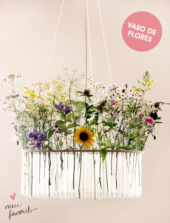 Confira ideias de como produzir arranjos florais customizados, utilizando recipientes inusitados como canecas, xícaras, bules e tubos de ensaio. Flores customizadas!
