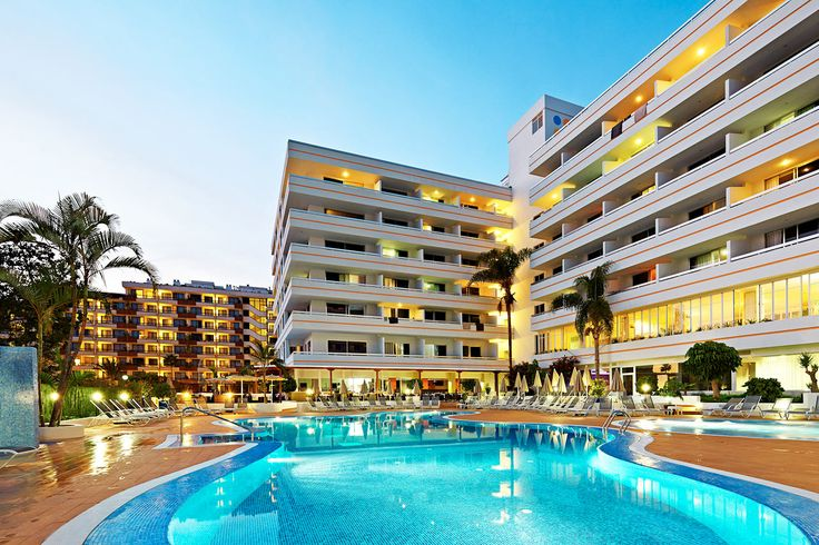 Sunprime Coral Suites, Teneriffa, Spanien. Sunprime Coral Suites ligger i populära Playa de las Américas. Från hotellet har du nära till centrum med ett bra utbud av butiker, restauranger och barer. En kort promenad bort ligger strandpromenaden och den välbesökta stranden. Läs mer på http://www.ving.se/kanarieoarna/playa-de-las-americas/sunprime-coral-suites/?utm_source=pinterest&utm_medium=social-media&utm_campaign=sunprime_map