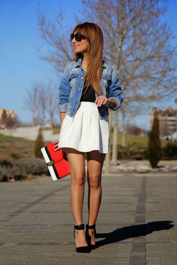 Look con falda globo en blanco