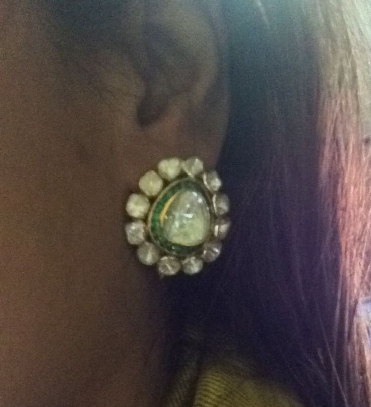 Open polki with emeralds outline. Studs with detachable pearls.