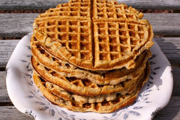 these grain free waffles are made with good ingredients like mashed up bananas, coconut flour, and natural sweeteners #waffles #breakfast #glutenfree