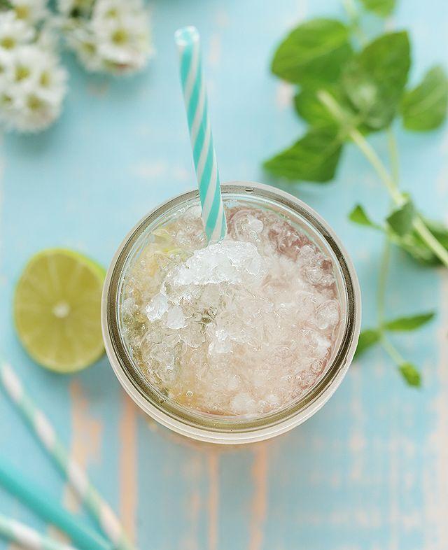 Sommerschorle Mit Rose Tonic Water Limette Und Minze Puppenzimmer Com Tonic Water Sommerschorle Getranke Alkoholfrei