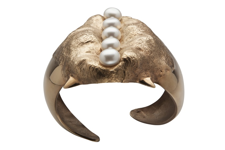 SHARK TOOTH PEARL CUFF BRACELET / 24-karat rose gold-plated brass, fresh-water pearl