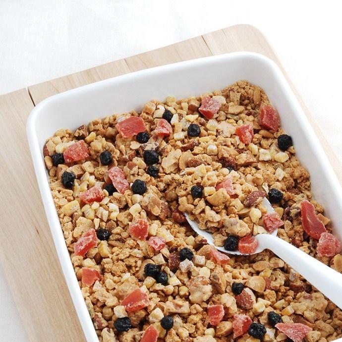 「基本の材料と配合」や「簡単3ステップの作り方」をご紹介します。手軽に食べられて、ビタミン、ミネラル、食物繊維がたっぷりのグラノーラ。自分好みにアレンジして、もっとおいしくてヘルシーな朝を迎えませんか?