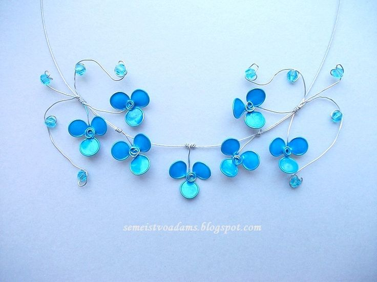 Wire blue flowers pendant with nail polish by semeistvoadams.blogspot.com
