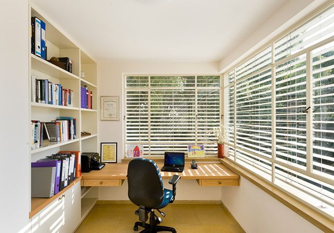 #Деревяннаямебель Мебель для балкона и лоджии (47 фото): корпусная, плетеная, мягкая http://happymodern.ru/mebel-dlya-balkona-i-lodzhii-47-foto-korpusnaya-pletenaya-myagkaya/ Лоджия станет отличным местом для рабочего пространства и естественное освещение этому хорошо способствует  Смотри больше http://happymodern.ru/mebel-dlya-balkona-i-lodzhii-47-foto-korpusnaya-pletenaya-myagkaya/