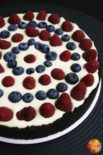 Pyszny, rozpływający się w ustach sernik na spodzie z ciasteczek Oreo z owocami i białą czekoladą. Mniam <3 Zapraszam do przygotowań!      ...