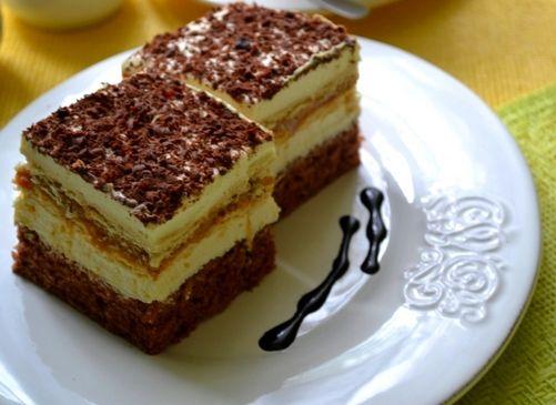 Słodkie ciasto z masą kajmakową