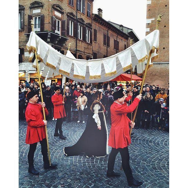 @apclick • l'arrivo della marchesa Isabella d'Este, accompagnata dal fratello duca Alfonso I e dai dignitari delle corti di Ferrara e Mantova • #rinascife2016 #igersferrara edited w/ @vsco with F2 calling