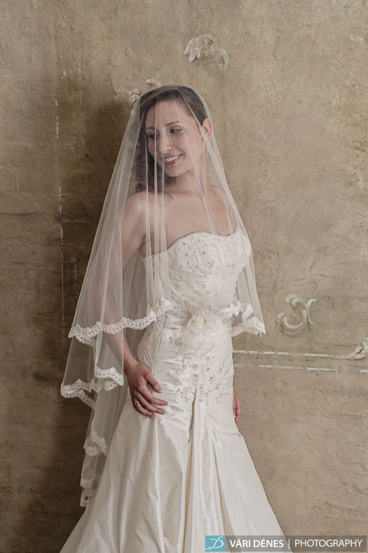 Katalin hercegnő volt az, aki ugyan ilyen típusú körfátyolban mondta ki a boldogító igent! http://bridalmirage.hu