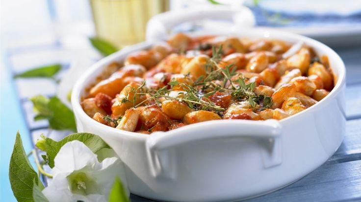 Die Riesenbohnen in Tomatensugo schmecken sowohl pur, als auch als Beilage: Große Bohnen mit Tomatensugo | http://eatsmarter.de/rezepte/grosse-bohnen-mit-tomatensugo