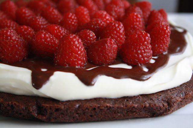Veselé Borůvky: Dort čokoláda-smetana-maliny