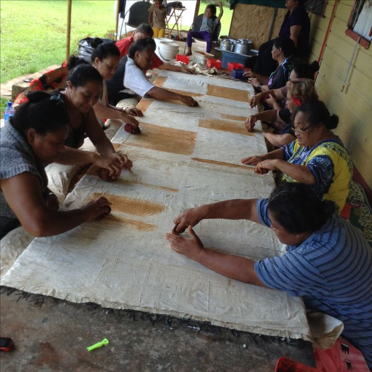 First day of Tapa making after the 10 days of mourning because of the death of the Queen Mother of Tonga