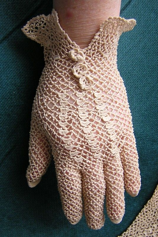 Antique Victorian Ladies Tatted Irish Lace Evening Gloves