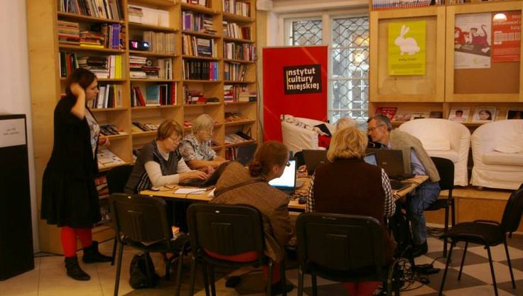 Seniors learn how to be active users of Wikipedia! At City Culture Institute in Gdańsk.