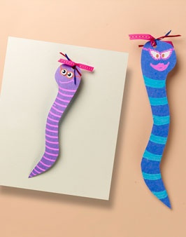 -Bookworm bookmark. -IDEA DE MARCAPÁGINAS SERPIENTE. -Marque pages serpent.