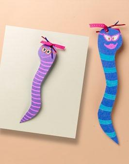 -Bookworm bookmark. -IDEA DE MARCAPÁGINAS SERPIENTE. -Marque pages serpent.