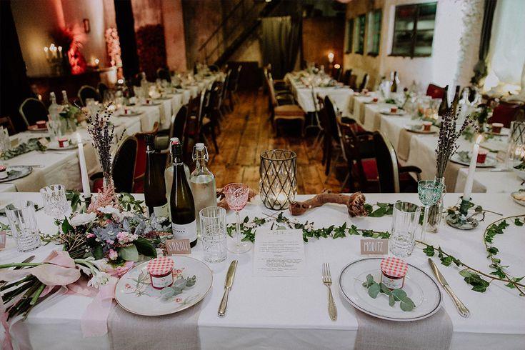 hausgemachte Marmelade als Mitbringsel auf Tischdekoration im Boho Herb …   – HOCHZEITSFEIER GASTGESCHENK • Ideen & Programm Hochzeit – wedding games