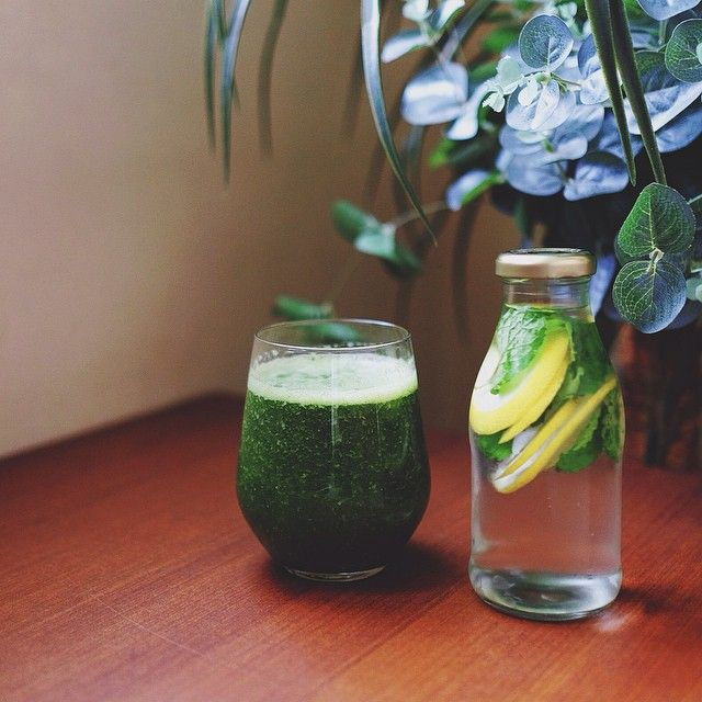"""""""Good morning :) Finally made my own green smoothies! I found it weird at first, because of the green and traces of bitter taste, but the more I drink it, the more i like the taste. Not bad for a first attempt!  Inside my green smoothies: Kale, mint, banana, pineapple, orange, flaxseeds, spirulina"""