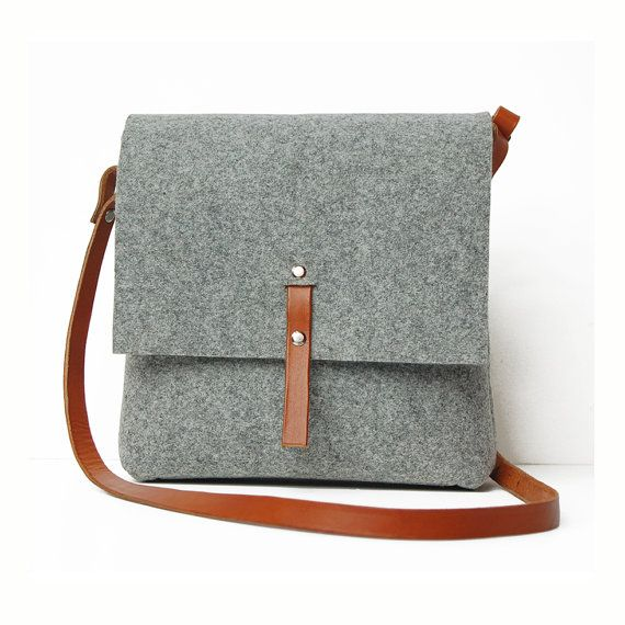 Medium size felt bag with a leather shoulder belt. Hand made in Cracow (Poland). Perfect for everyday usage. Includes internal pocket for mobile phone or