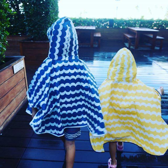 【umitoao】さんのInstagramをピンしています。 《♪ 5th day in Hawaii ♪ 🌴朝だけ雨 🌴マジックビーチ 🌴家族4人全マイルフライト  #旅行#マイル#虹#サングラス#オークリー#偏光レンズ#コンドミニアム#ハワイ#ヤシの木#南国#天国#海#ビーチ#サーフィン#ダブルティー#ロンハーマン  #wtw#ronherman #arrived#rainbow #alamoana #tesla #hawaii#sea#beach#paradise #rhc#alamoanashoppingcenter#poke#surf》