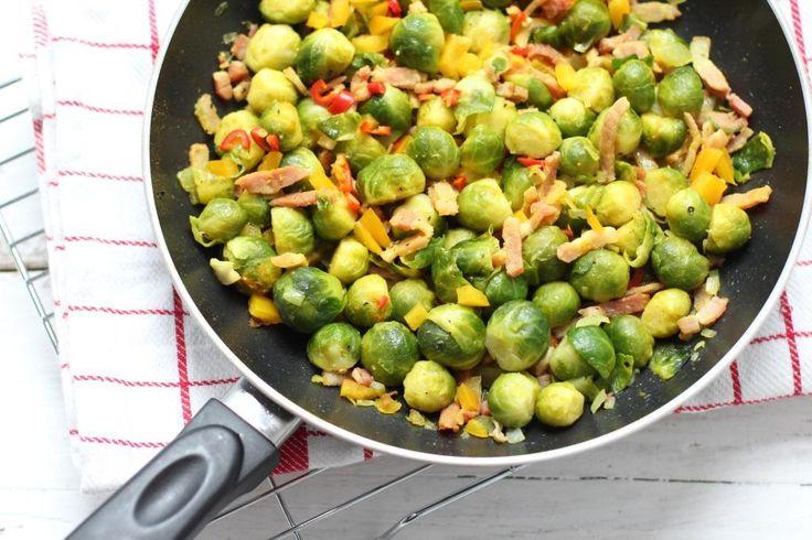 Op zoek naar een lekker recept met spruitjes? Maak dan eens dit bijgerecht: spruitjes met spekjes en paprika. Erg lekker, snel klaar en ook nog eens simpel!