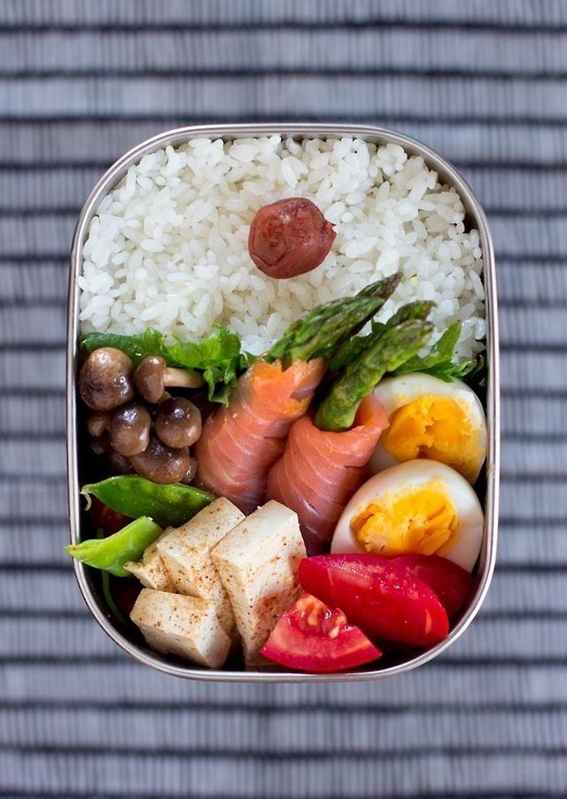 Arroz Salmon ahumado Huevo duro Tomate Tofu Champiñones