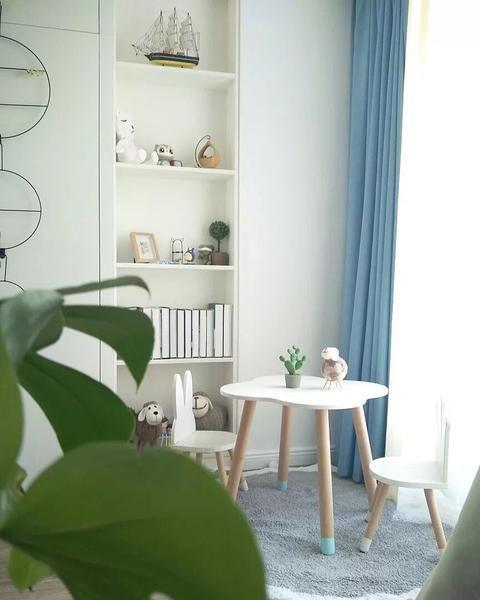 Tisch und Stühle aus Holz für Kinder – Minime – Mini Me Ltd ...