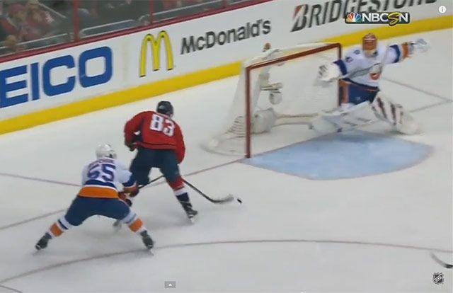 Toto ešte v NHL nevideli: všetci už mali ruky hore, ale bol tam Halák
