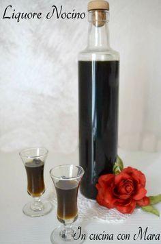 liquore nocino1 литр алкоголя  ◾  24 зеленых орехов ◾  24 зерен кофе в зернах  ◾  1/2 палочка корицы  ◾  7 зубчиков гвоздики ◾  1 мускатный орех  ◾  400 г сахара  ◾  500 мл воды