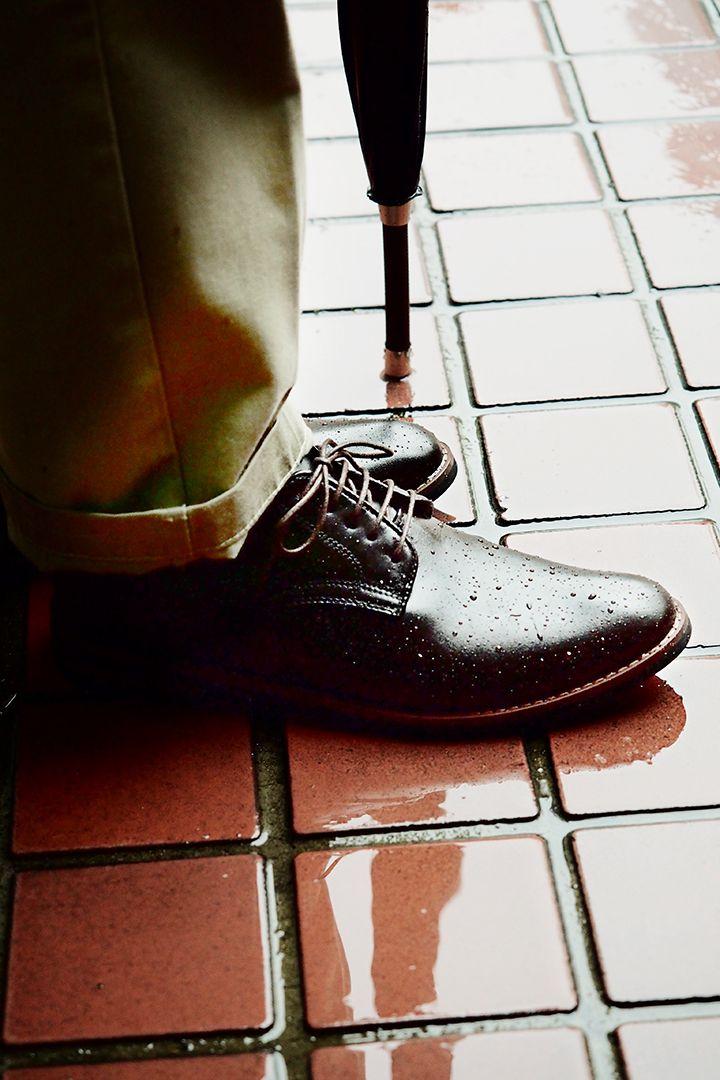 """まるで""""革靴""""にしか見えないレインシューズ"""