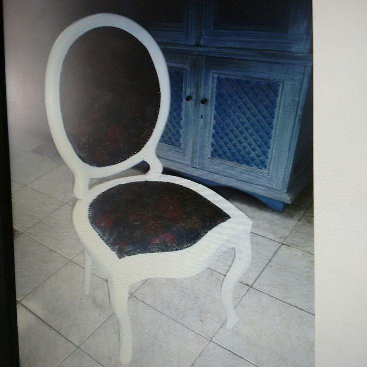 Cadeira medalhão laqueação branco acetinado