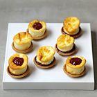 Speculaas-tarteletjes met mini cheesecake en frambozenjam - recept - okoko recepten