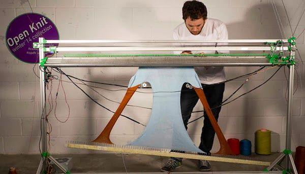 """OpenKnit, una impresora textil con la que te puedes """"imprimir"""" tu propia ropa http://www.print3dworld.es/2014/02/openknit-una-impresora-textil-con-la-que-te-puedes-imprimir-tu-propia-ropa.html"""