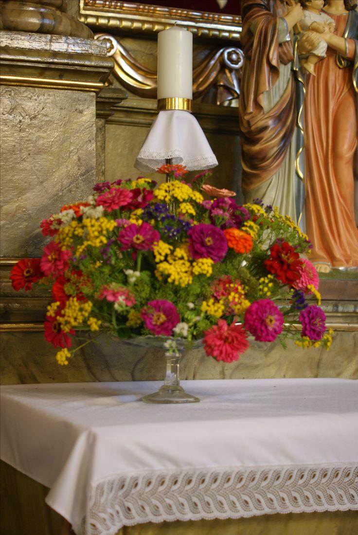 dekoracje kościoła,cynia,aster,