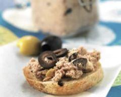 Rillettes de sardines à l'huile d'olive : http://www.cuisineaz.com/recettes/rillettes-de-sardines-a-l-huile-d-olive-57387.aspx