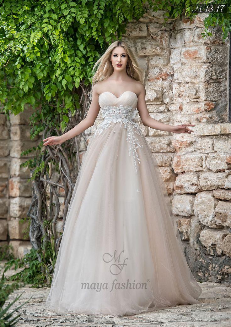 Modelul stil printesa M13.17 este perfect pentru a scoate in evidenta latura romantica din tine si pentru a te simti ca o regina in ziua cea mare.