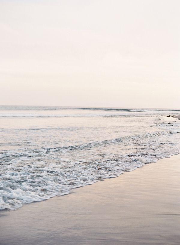 Caminar en la arena, respirando la armonia y dejando huellas de amargura que las olas de paz y tranquilidad calmaran el alma angustiada que fue llamada al mar para alcanzar la paz