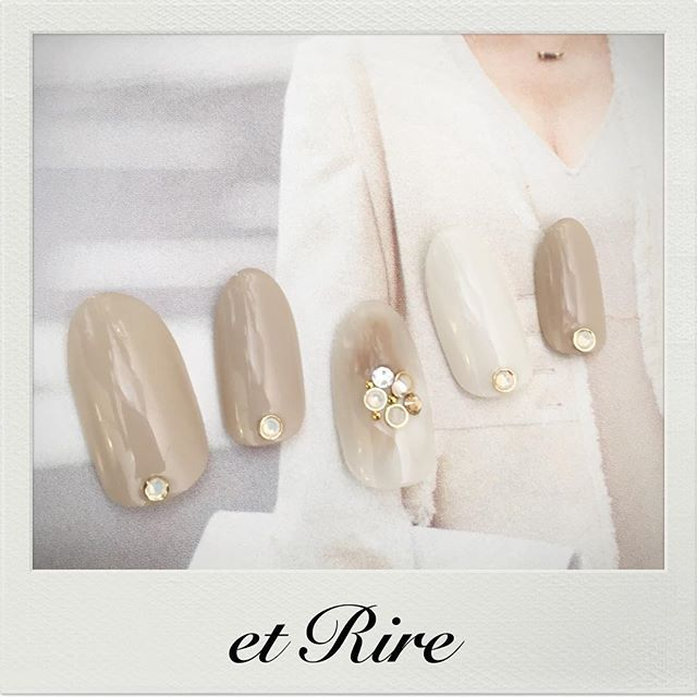 etRire☆SimpleRich Nail Collection HP:http://www.etrire.jp ◆ネイルサロンエリール◆ ご予約☎︎03-3470-1184 #nail#nails#nailart#etrire#manicurist#makifujiwara#naildesign#nailsalon#beauty#fashion#simplerichnail#graybeige#etrirenail#ネイルケア#ジェル#ジェルネイル#ネイル#ネイルデザイン#ネイルアート#エリール#表参道#表参道ネイル#表参道ネイルサロン#エリール#大人ネイル#おしゃれネイル#大人ネイルサロン#エリールネイル#大人シンプルネイル#シンプルリッチ#グレージュ