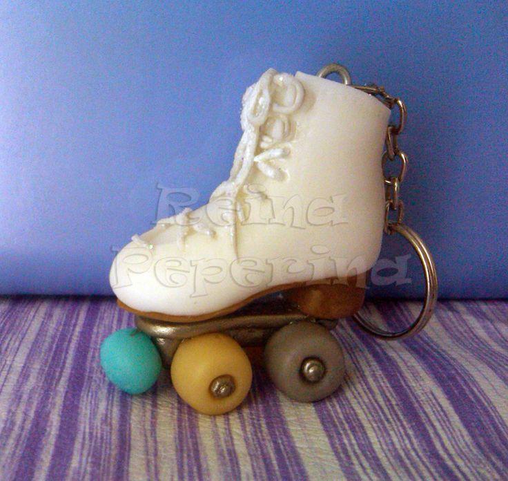 Patín en porcelana fría! Un llavero para apasionadas del patinaje!