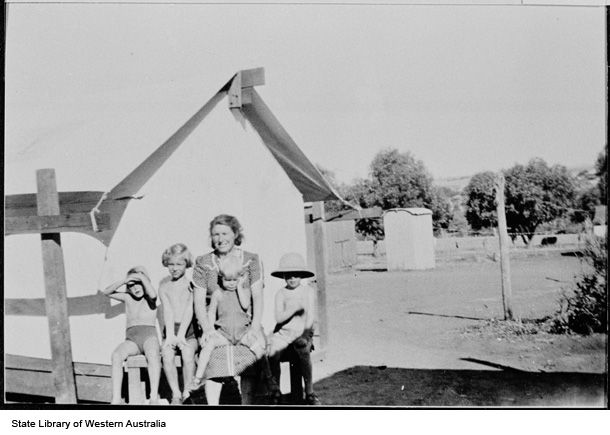 Mia Verlinden and children Cathy, Alice, Henny and Hank outside the family's tents, Northam https://encore.slwa.wa.gov.au/iii/encore/record/C__Rb2624818