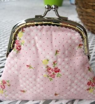 Sweet Bee Buzzings: Sew-In Purse Frame Tutorial Seem clear instructions including how to draw up the pattern.