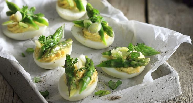 Γεμιστά αυγά με σπαράγγια | Άκης Πετρετζίκης