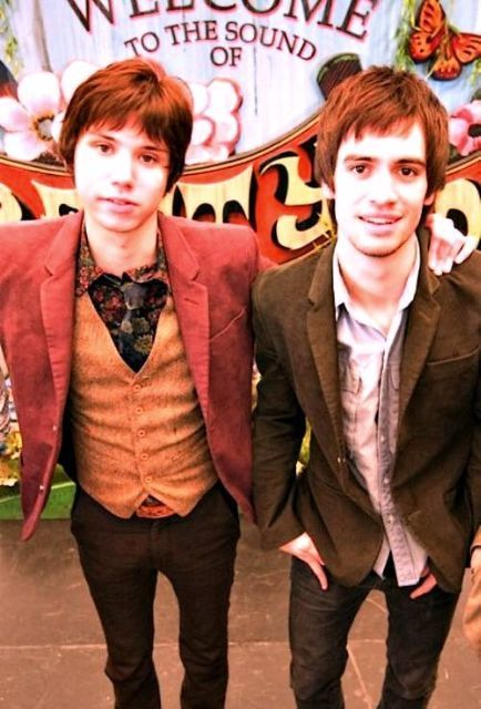 I looked straight at Ryan's on Brendon's shoulder I s2g I am ruined by Ryden