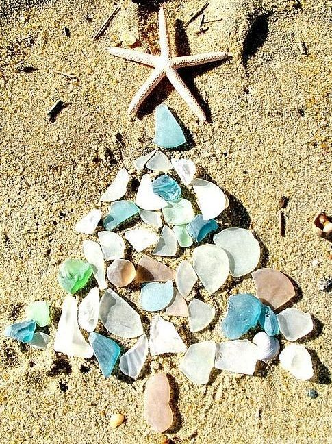Seaglass Christmas Tree on the Beach Photo... and other Beachy Ideas for Christmas Cards: http://beachblissliving.com/beach-christmas-card-photo-ideas/
