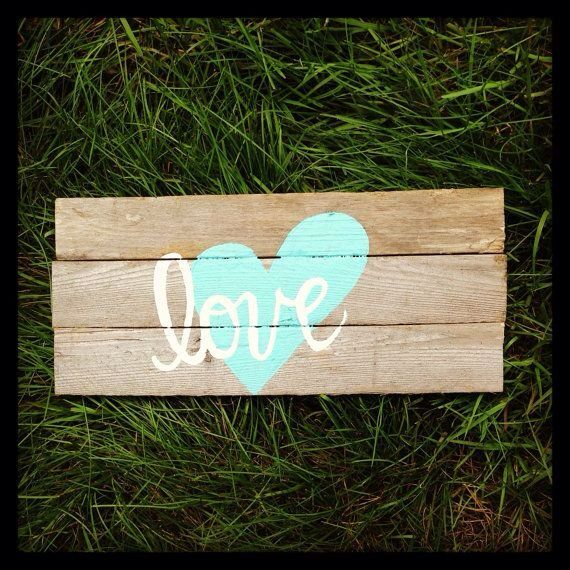 """""""Love"""" this sign made from pallet boards!"""