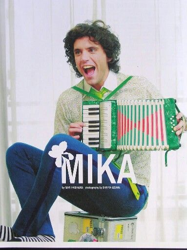 Mika with accordian