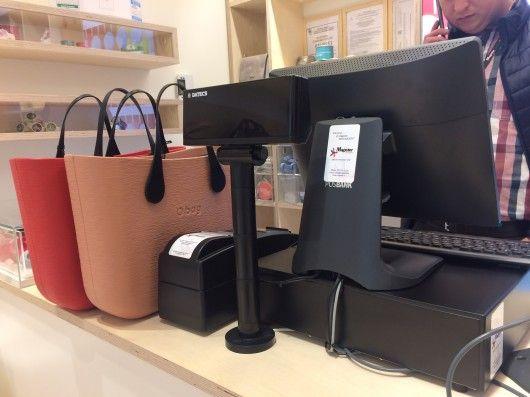 Rețeaua de #retail Novelli Invest s-a extins cu un nou #magazin O bag, inaugurat recent în SUN PLAZA Mall București. Ca și celelalte unități din cadrul rețelei, noul magazin utilizează o soluție #software integrată cu vânzare prin #SmartCash POS, ce include SmartCash POS Professional Licență OEM și SmartCash Shop Cluster Licență Principală OEM. Click pentru schița completă de dotare a magazinului!
